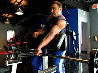 One-armed barbell curl