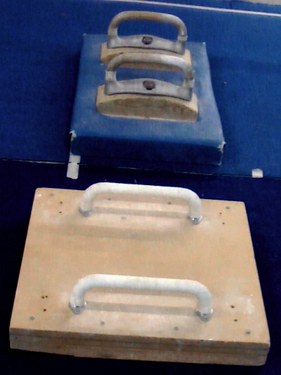 Wide Pommel